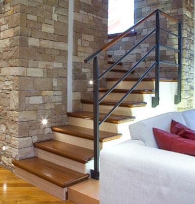 Serramenti produzione realizzazioni speciali tecno stil for Scala interna in legno